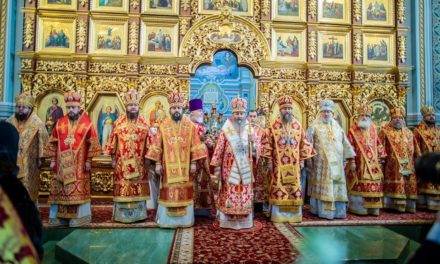 Архиепископ Феодосий сослужил Предстоятелю УПЦ в Троицком храме на Троещине (+ВИДЕО)