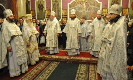 Керуючий Північним київським вікаріатством архієпископ Феодосій очолив Літургію в Покровському соборі м.Києва