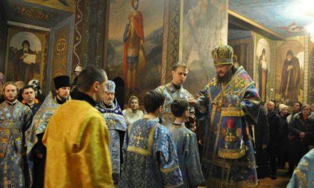 Архиепископ Боярский Феодосий совершил всенощное бдение накануне праздника Сретения