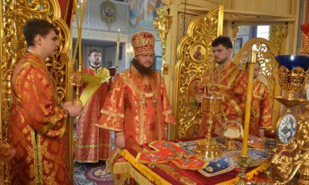Архієпископ Феодосій звершив Літургію у Світлу суботу (+ВІДЕО)