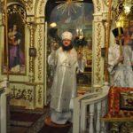 У Великодню ніч архієпископ Феодосій звершив святкову заутреню і Божественну літургію