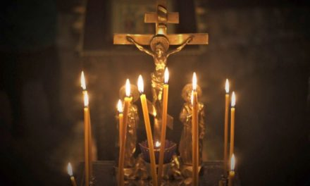 Архиепископ Феодосий совершил заупокойные богослужения в день Радоницы