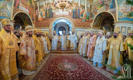 Накануне праздника апп.Петра и Павла архиепископ Феодосий сослужил Предстоятелю УПЦ в Киево-Печерской Лавре