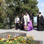 Архієпископ Феодосій помолився на могилі Тараса Шевченка в Каневі