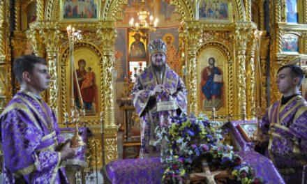 Архиепископ Феодосий совершил Литургию в день праздника Происхождения Честных Древ Креста Господня (+ВИДЕО)
