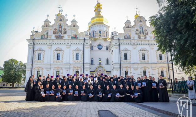 Архієпископ Черкаський і Канівський Феодосій співслужив Предстоятелю в урочистостях перед початком навчального року у КДАіС (+ВІДЕО)
