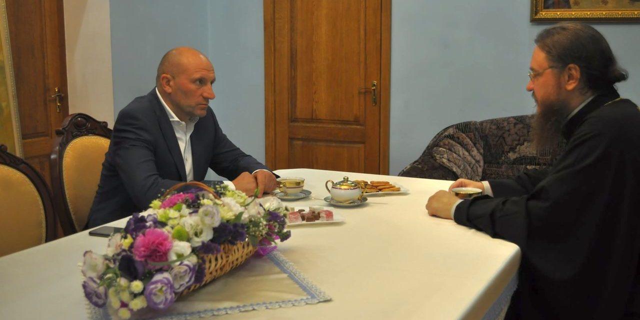 Архієпископ Феодосій зустрівся з мером Черкас