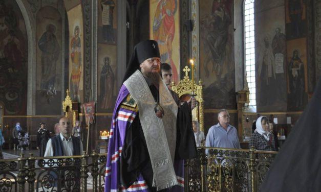 Архієпископ Феодосій підніс молитви по загиблих в авіакатастрофі під Харковом