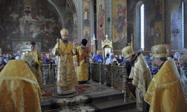 Архиепископ Феодосий совершил Литургию в Неделю 13-ю по Пятидесятнице