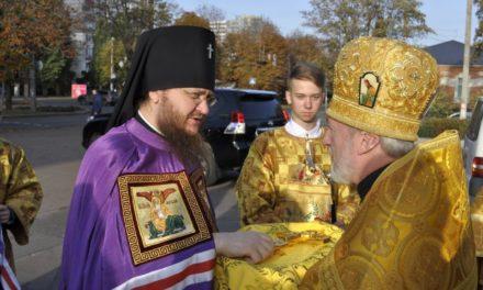 Архієпископ Феодосій очолив Літургію в черкаському Стрітенському храмі