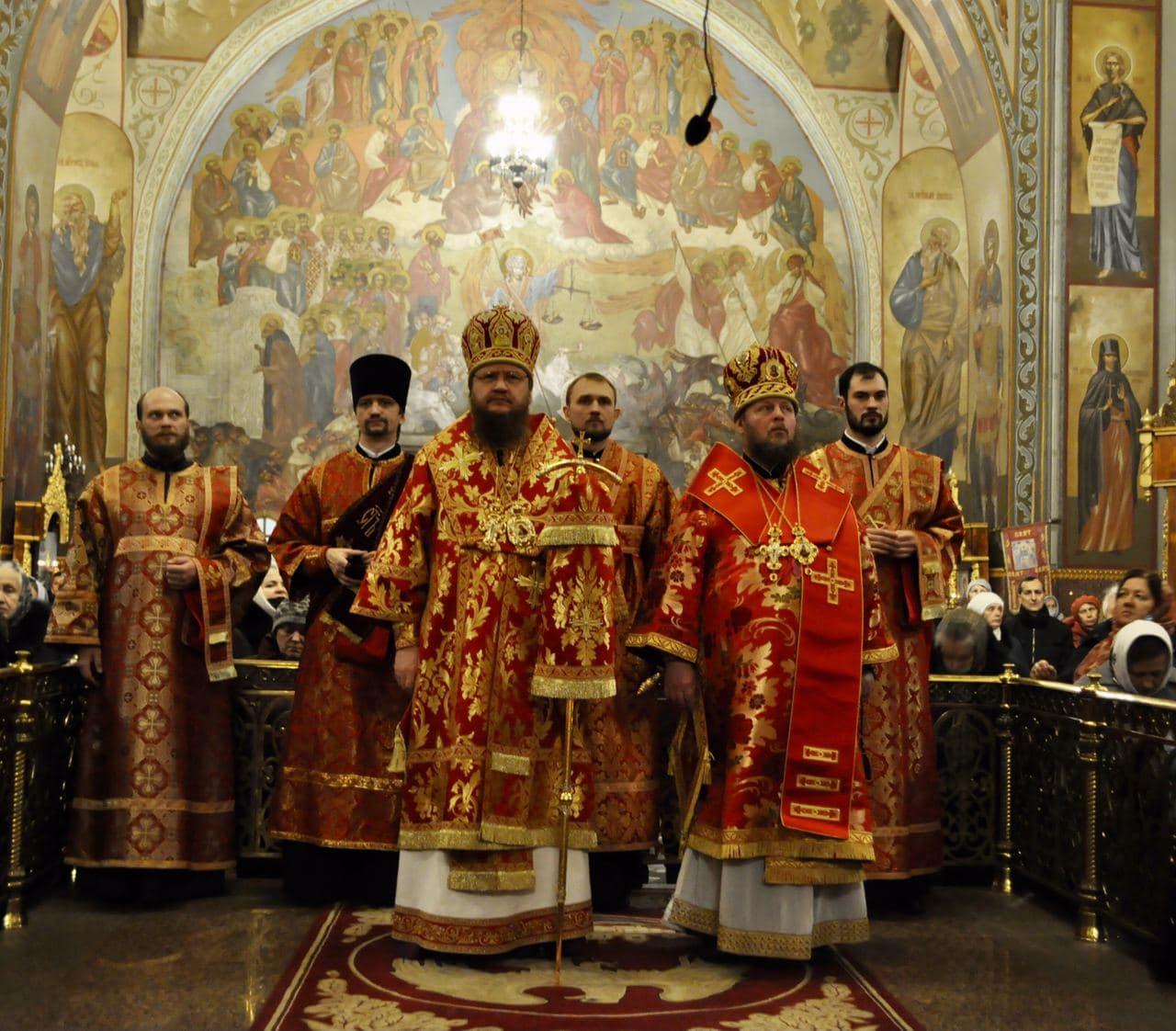 Архиепископ Феодосий возглавил всенощное бдение накануне престольного праздника в Свято-Архангело-Михайловском соборе
