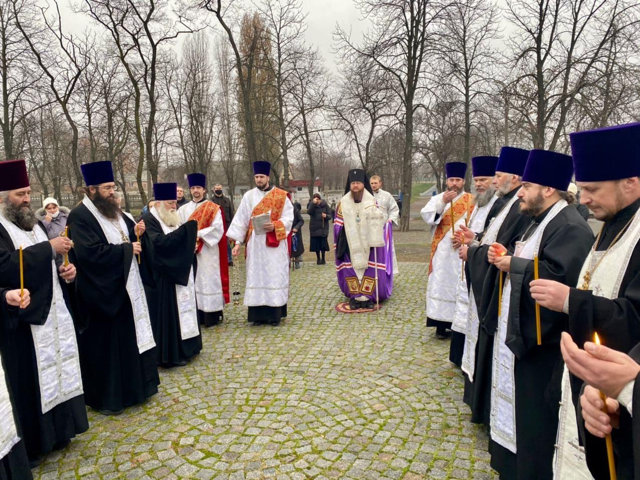 Управляющий Черкасской епархией архиепископ Феодосий почтил память жертв Голодомора и политических репрессий