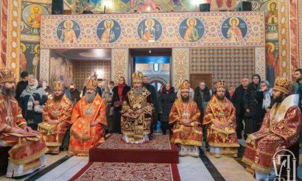 Архиепископ Феодосий сослужил Предстоятелю УПЦ в Свято-Варваринском храме на территории столичной больницы (+ВИДЕО)