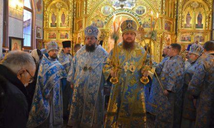 Архиепископ Черкасский и Каневский Феодосий возглавил Литургию  в столичном Свято-Введенском Обыденном храме
