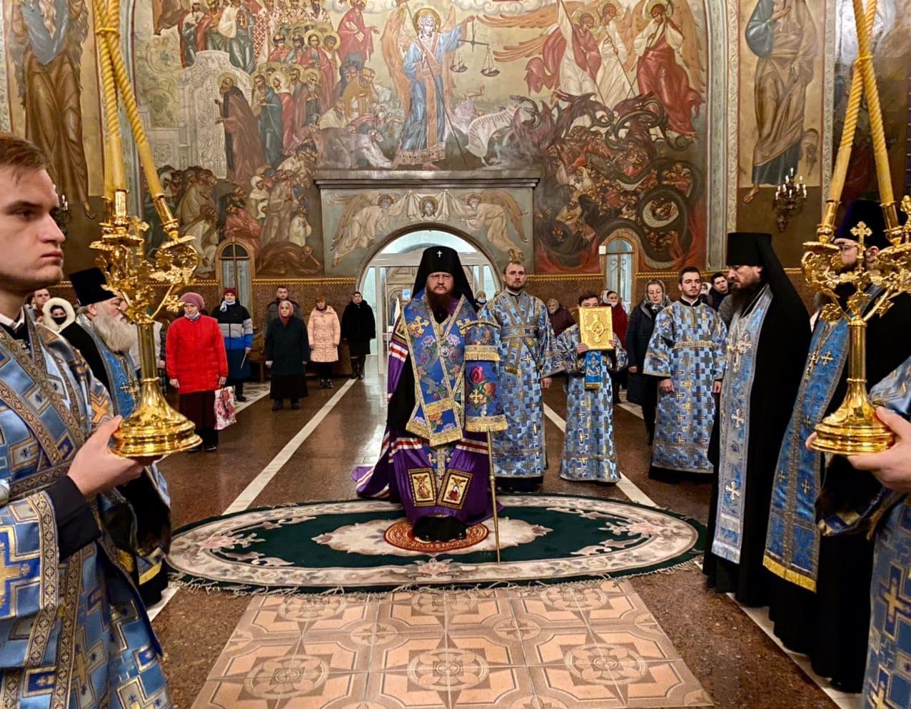 Архиепископ Феодосий совершил всенощное бдение накануне праздника Введения в храм Пресвятой Богородицы