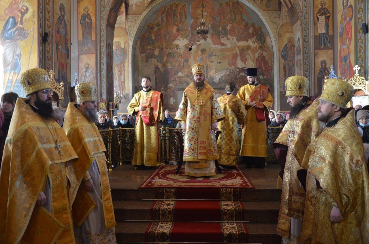 Архиепископ Феодосий совершил Литургию в Неделю 29-ю по Пятидесятнице