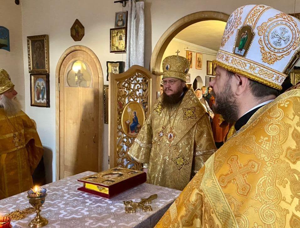 Архиепископ Черкасский и Каневский Феодосий совершил Божественную литургию в храме в честь иконы Божией Матери «Страстная» г.Черкассы