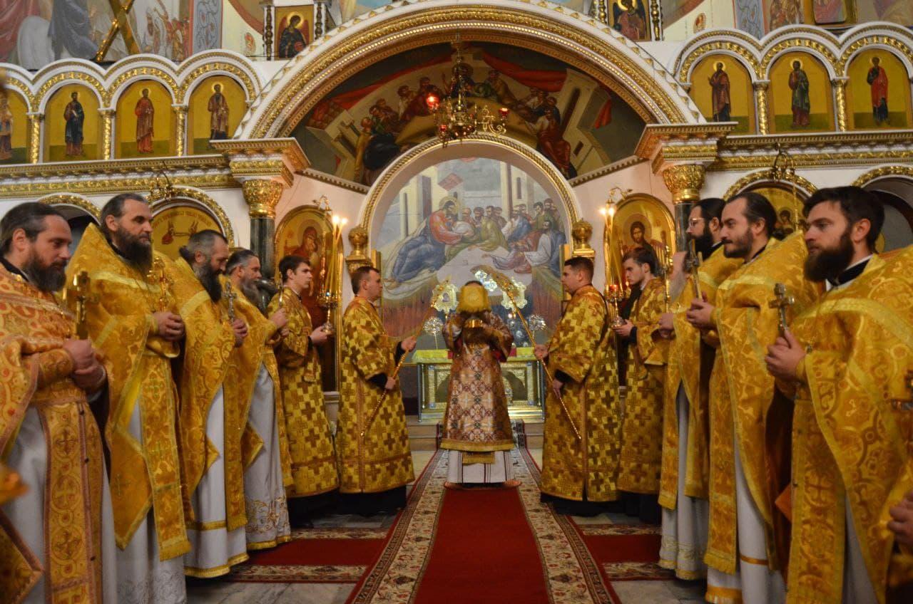 Архиепископ Черкасский и Каневский Феодосий совершил Божественную литургию в Новогоднюю ночь - ЧЕРКАССКИЙ БЛАГОВЕСТНИК