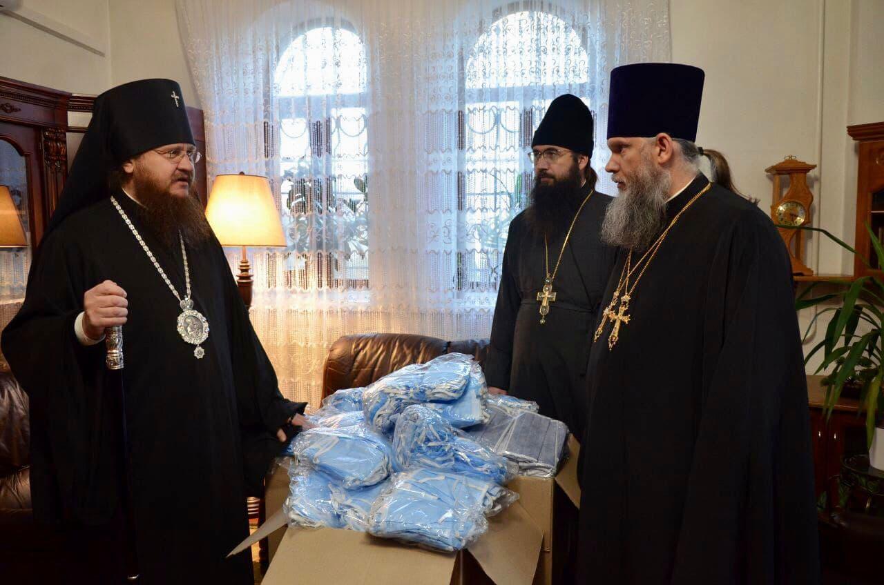 Черкасская епархия обеспечила свои монастыри и храмы 15 тысячами медицинских масок