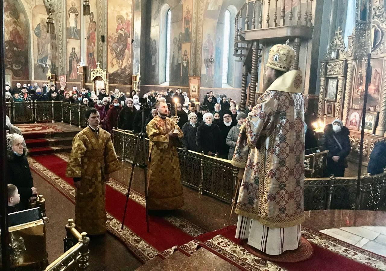 Архиепископ Феодосий совершил Литургию в Неделю о блудном сыне
