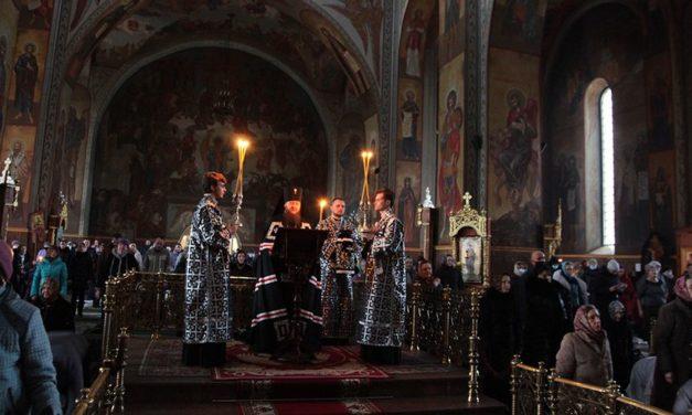 В первый день Великого поста архиепископ Феодосий совершил чтение Покаянного канона прп.Андрея Критского