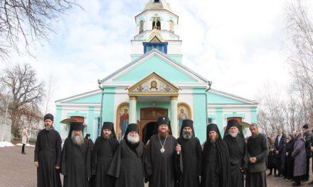 Архієпископ Феодосій звершив освячення головного престолу в Онуфріївському чоловічому монастирі