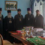 Керуючий Черкаською єпархією передав богослужбове начиння в незаможні парафії