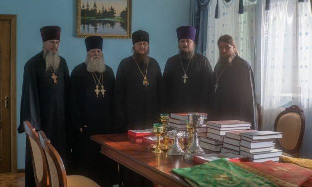 Управляющий Черкасской епархией передал богослужебную утварь в малоимущие приходы