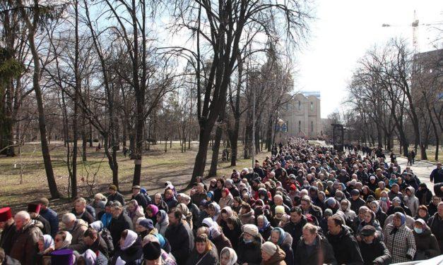 В Крестном ходе в Черкассах в Неделю Торжества Православия приняли участие около 5000 верующих