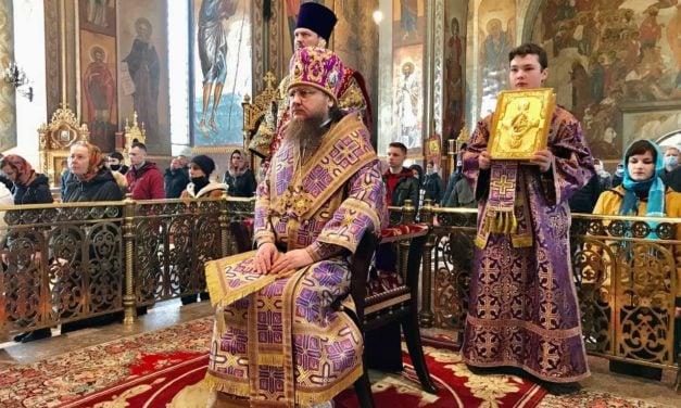 Архиепископ Черкасский и Каневский Феодосий совершил Литургию в Неделю 3-ю Великого поста