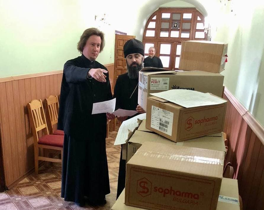 Черкасская епархия благотворительно передала медикаменты во все больницы Черкасс и храмы епархии