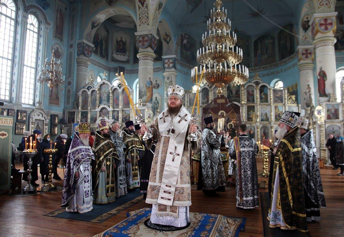 Состоялись общая исповедь и соборная Литургия духовенства Смелянского и Городищенского благочинных округов Черкасской епархии
