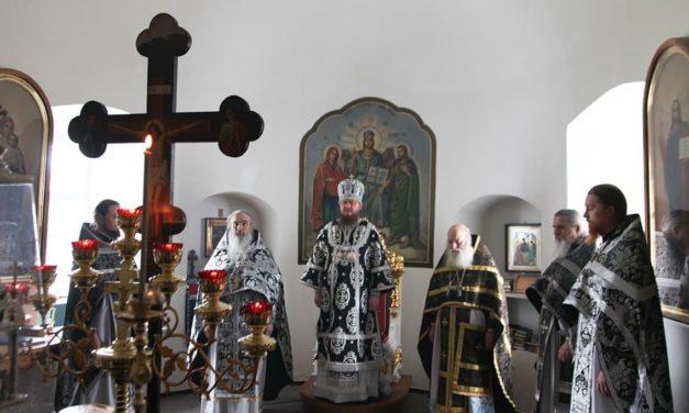 Архиепископ Феодосий совершил Божественную литургию Преждеосвященных Даров в Свято-Николаевском Лебединском монастыре