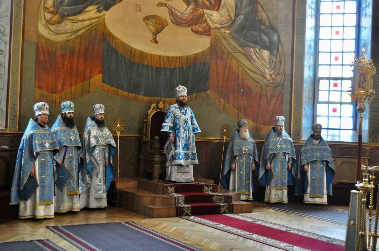 Архиепископ Черкасский и Каневский Феодосий совершил Литургию в  день праздника Похвалы Пресвятой Богородицы