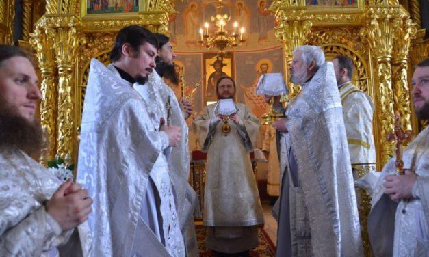 Архієпископ Черкаський і Канівський Феодосій звершив Божественну літургію в Лазареву суботу