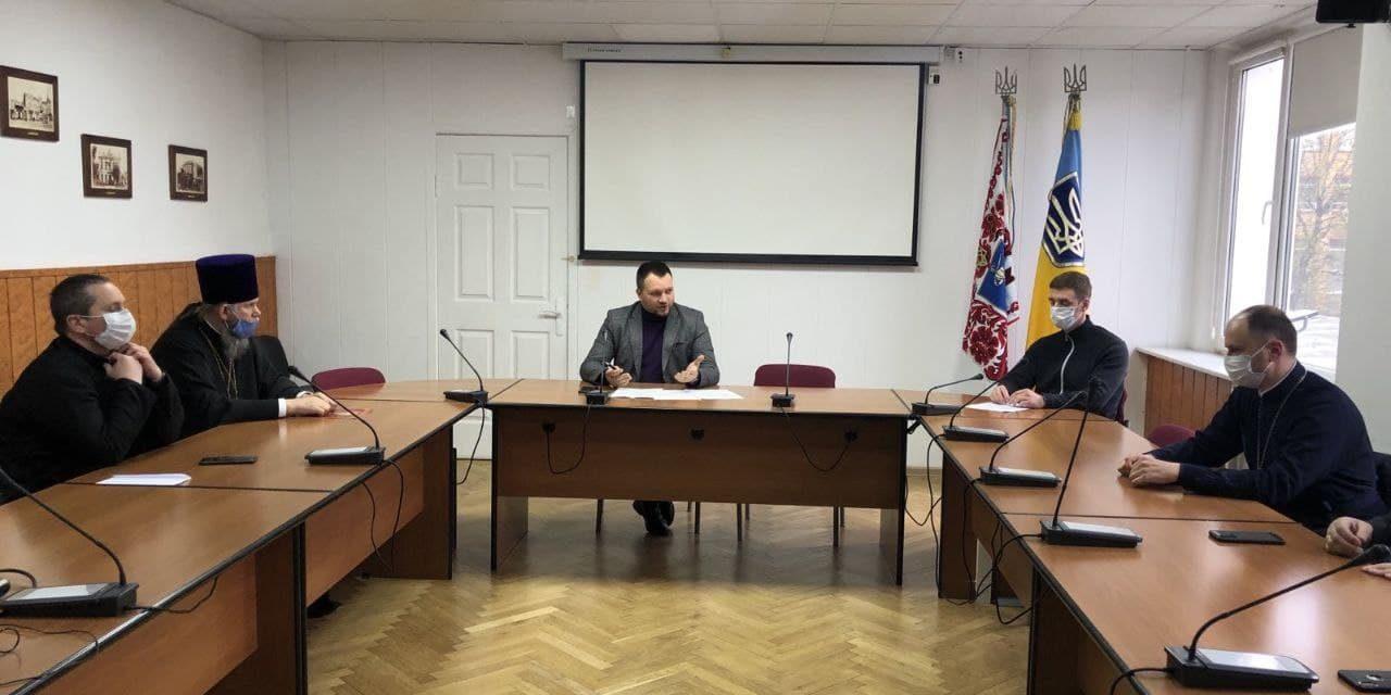 Представитель Черкасской епархии накануне Пасхи встретился с представителями власти