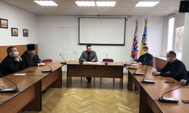 Представник Черкаської єпархії напередодні Пасхи зустівся з представниками влади