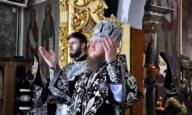 Архиепископ Феодосий совершил Литургию Преждеосвященных Даров в Великую Среду