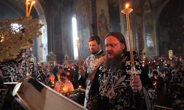 Напередодні Великої П'ятниці архієпископ Феодосій звершив утреню з читанням 12-ти Страсних Євангелій