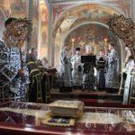 Архієпископ Феодосій звершив вечірню Великої П'ятниці з виносом Плащаниці Спасителя