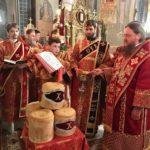 У Великодню ніч архієпископ Феодосій звершив святкову утреню і Божественну літургію