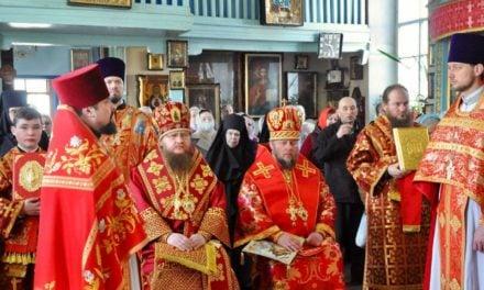 У третій день Пасхи архієпископ Черкаський і Канівський Феодосій очолив Літургію в монастирі Різдва Пресвятої Богородиці Черкас