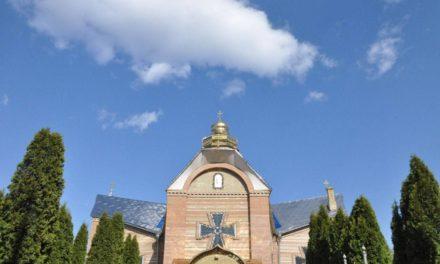 Архиепископ Феодосий совершил Пасхальную утреню на Свято-Андреевском архиерейском подворье в Черкассах