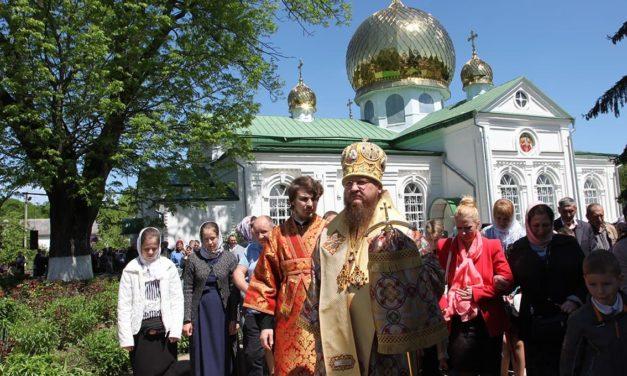 Престольный праздник в Свято-Николаевском Лебединском монастыре возглавил архиепископ Феодосий