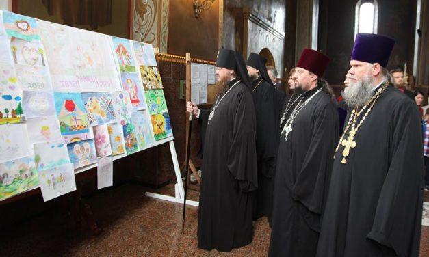 Архиепископ Феодосий наградил победителей Областного конкурса детского творчества «Всегда делать добро»