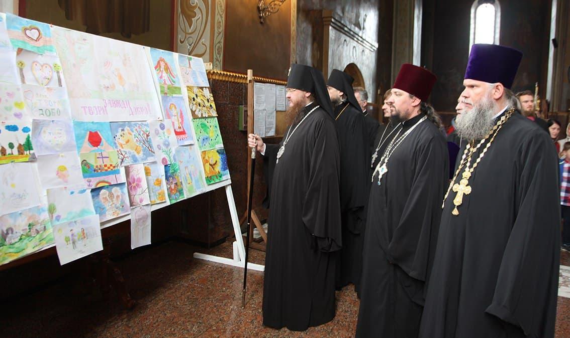 Архієпископ Феодосій нагородив переможців Обласного конкурсу дитячої творчості «Завжди робити добро»