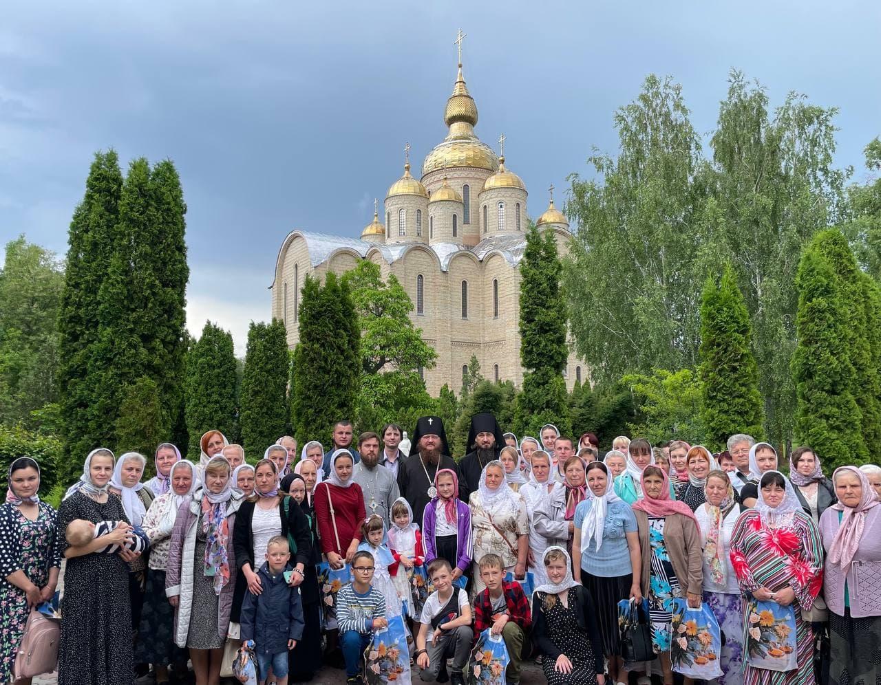 Архиепископ Феодосий встретился с группой паломников с Ровенщины