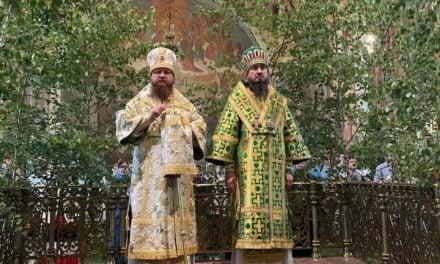 Архиепископ Черкасский и Каневский Феодосий возглавил всенощное бдение накануне Дня Святой Троицы