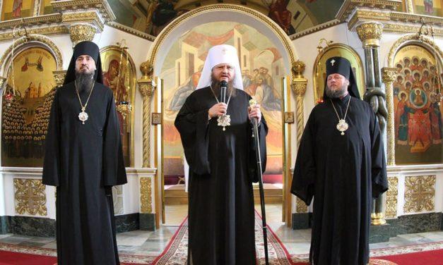Духовенство та парафіяни в кафедральному соборі Черкас привітали своїх архієреїв з підвищенням у сані