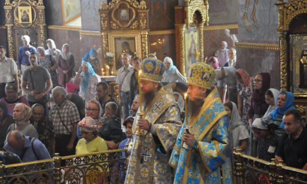 Митрополит Черкаський і Канівський Феодосій очолив всенічне бдіння напередодні свята Успіння Пресвятої Богородиці